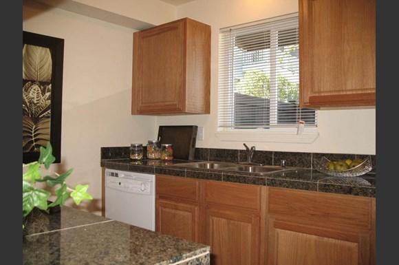 Lakeside apartments 747 75th street se everett wa rentcaf for Cheap 1 bedroom apartments in everett wa