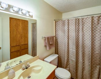 7501 Kingswood Drive 1-2 Beds Apartment for Rent Photo Gallery 1