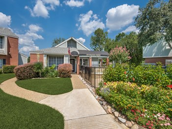 3560 Country Square Drive 1-2 Beds Apartment for Rent Photo Gallery 1