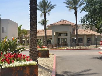 Rent cheap apartments in glendale az from 745 rentcaf for Cheap 1 bedroom apartments in glendale az