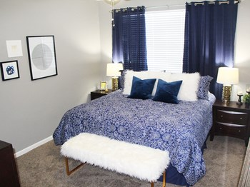 1180 Emerald Lakes Drive 1-2 Beds Apartment for Rent Photo Gallery 1
