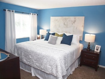 1 Fox Chase Lane 2 Beds Apartment for Rent Photo Gallery 1