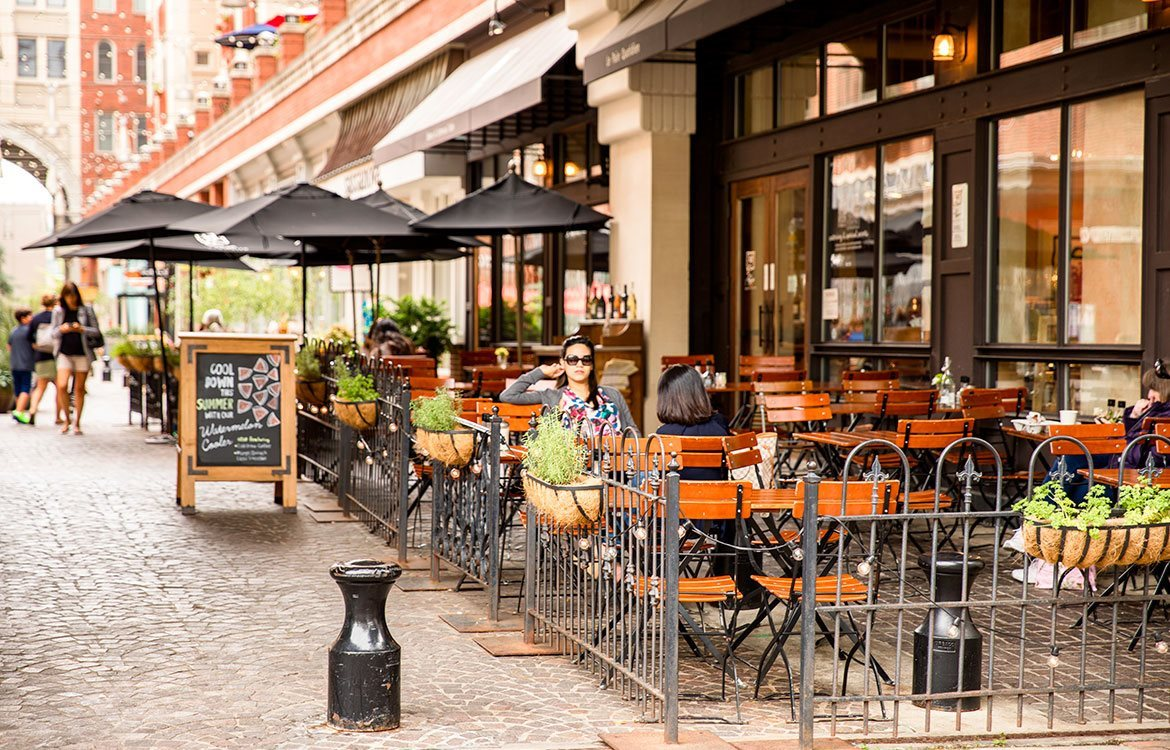 The Metropolitan in Bethesda is located steps away from dining and restaurants with outdoor seating.