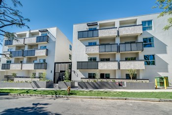 1439 Poinsettia Place 2-3 Beds Apartment for Rent Photo Gallery 1