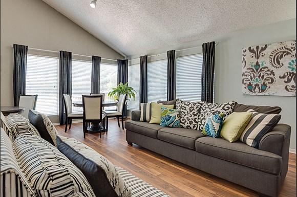 Regency park apartments 701 gilmer road longview tx rentcaf for 1 bedroom apartments longview tx