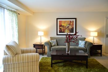 407 E Cedar Run Place 1-2 Beds Apartment for Rent Photo Gallery 1