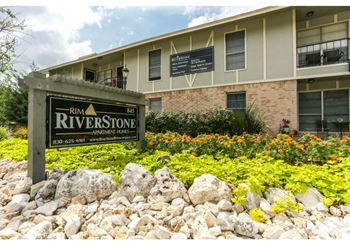 845 S Business IH-35 Studio-2 Beds Apartment for Rent Photo Gallery 1
