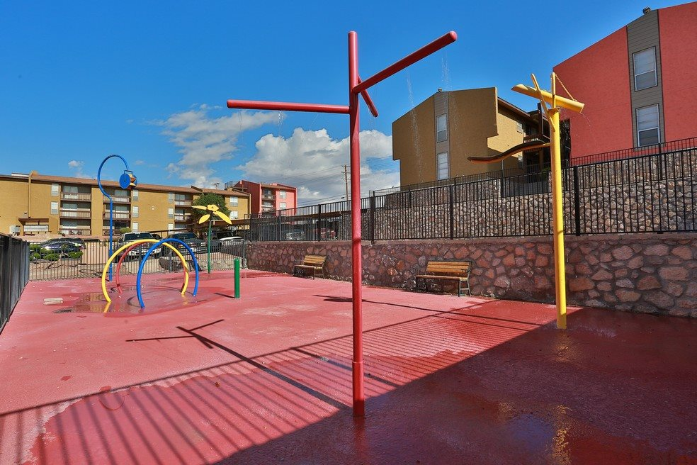 Kids Water Splashpad at Mountain View at Southgate Apartments in El Paso, TX 79925