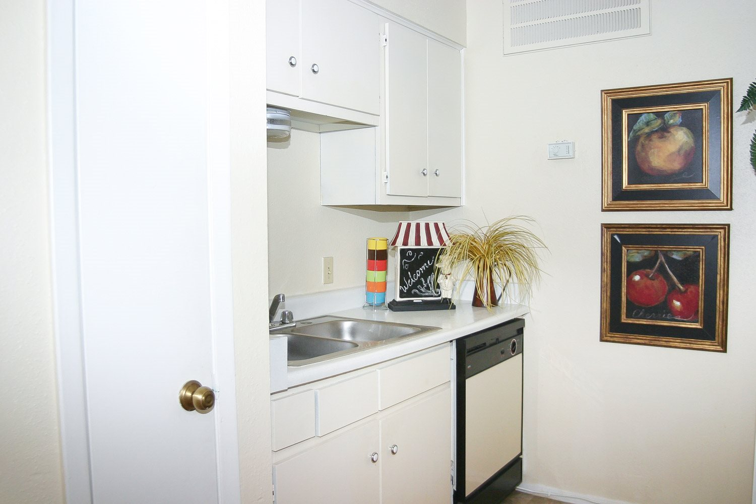 Apartment Kitchen Photo at Woodhollow Apartments in Huntsville , TX 77340