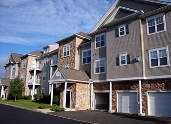 1 Saucon View Drive 1-3 Beds Apartment for Rent Photo Gallery 1
