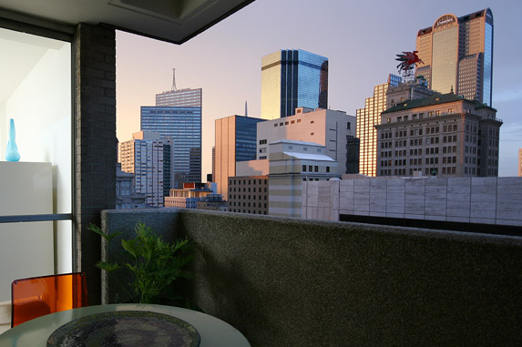Downtown Dallas Apartments; Skyline View, Manor House Apartments