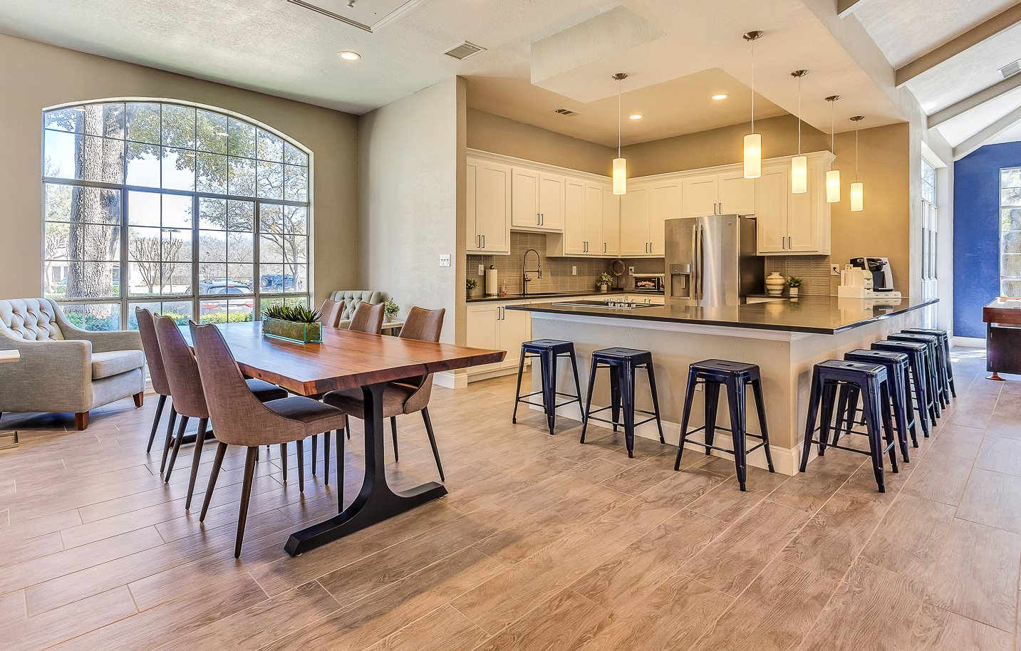 Colonnade At Willow Bend Apartments In Plano Tx