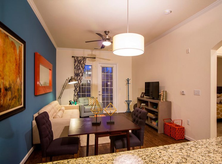 Living Rooms With Open Floorplans and High Ceilings at Town Center at Lake Carolina Apartments, Columbia, SC 29229