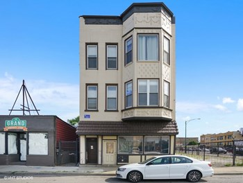 2351-55 W. Grand Ave. Studio-2 Beds Apartment for Rent Photo Gallery 1