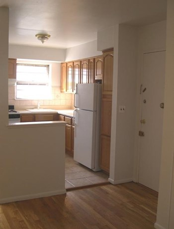 314 Oakwood Ave 2 Beds Apartment for Rent Photo Gallery 1