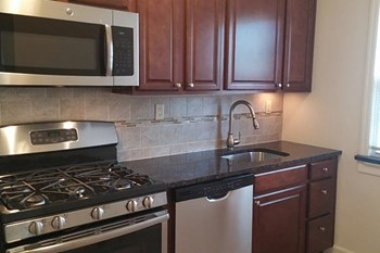 17-33 Madison Ave. 2 Beds Apartment for Rent Photo Gallery 1