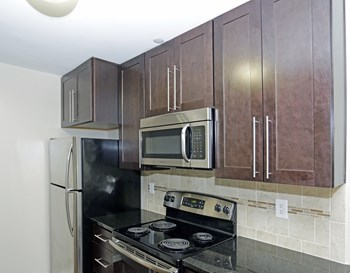 156 East Cedar Street 1-2 Beds Apartment for Rent Photo Gallery 1