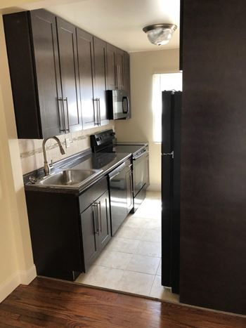 4621 Heckman Street Apt. 103 1-2 Beds Apartment for Rent Photo Gallery 1