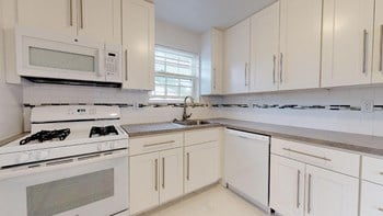 86 Hillyer Street Studio Apartment for Rent Photo Gallery 1