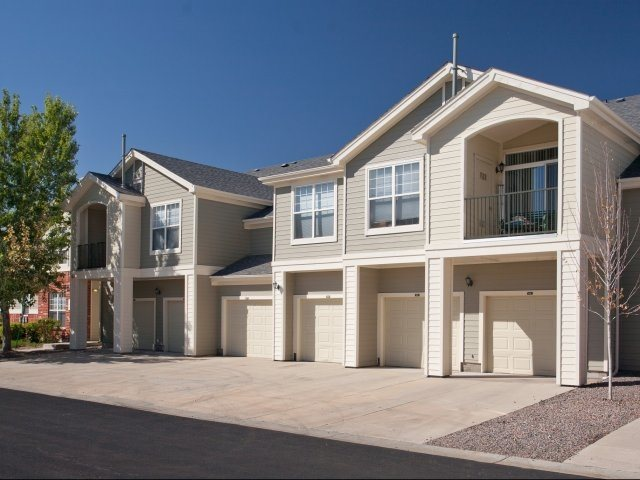 Garages Available at Windsor at Meadow Hills,