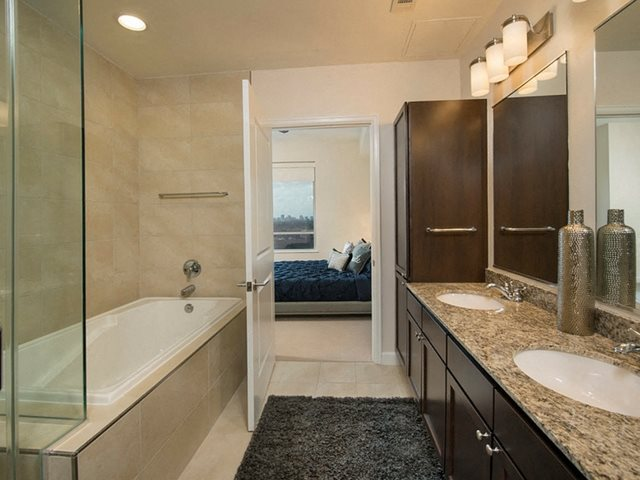 Luxurious Bathrooms at The Sovereign at Regent Square, TX