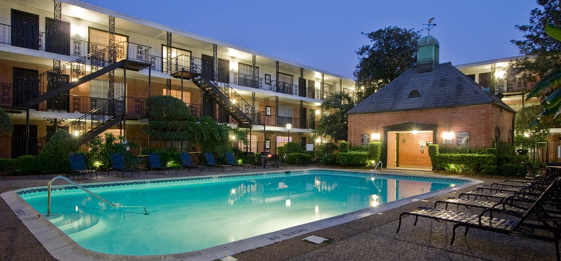 River oaks apartments houston allen house apartments for Garden oaks pool houston