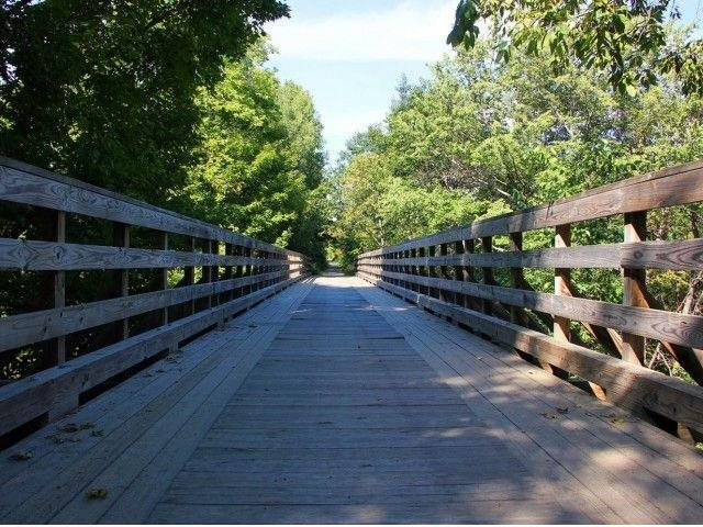 Scenic trails along historic Buffalo Bayou At Allen House Apartments, TX 77019