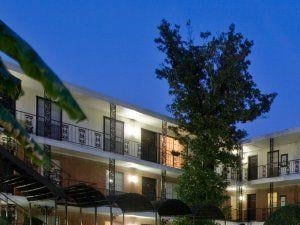 3433 West Dallas Street 1-2 Beds Apartment for Rent Photo Gallery 1