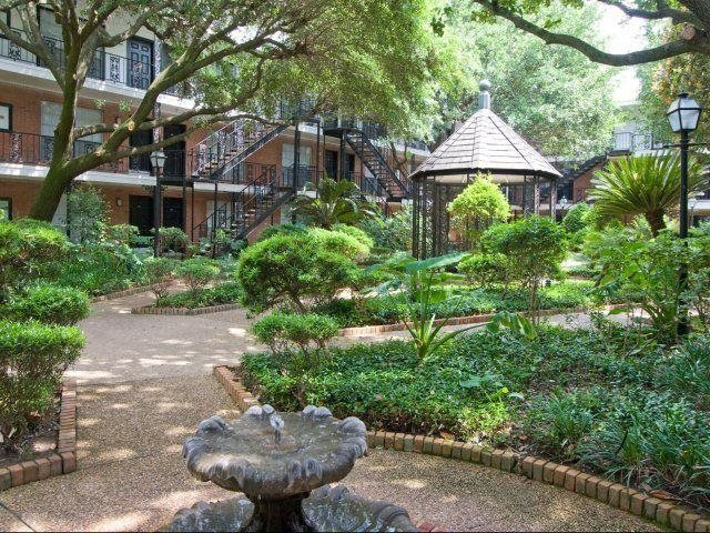 Enjoy your natural surroundings.At Allen House Apartments, TX 77019