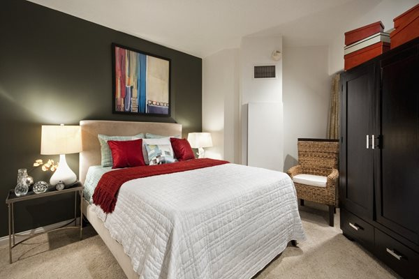 Live in cozy bedrooms At Renaissance Tower, Los Angeles