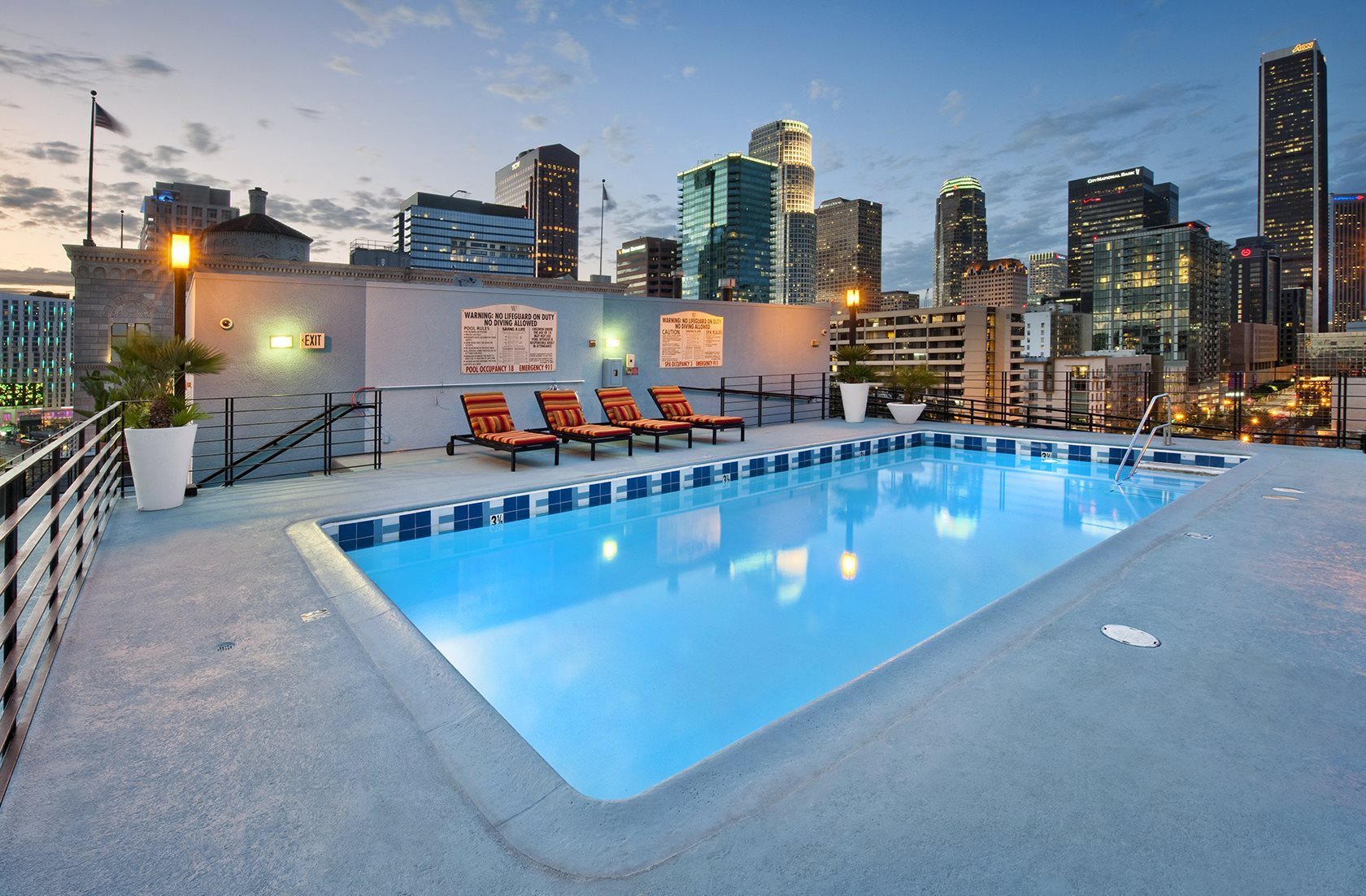 Rooftop Sundeck With Pool And Spa At Renaissance Tower 501 W Olympic Boulevard
