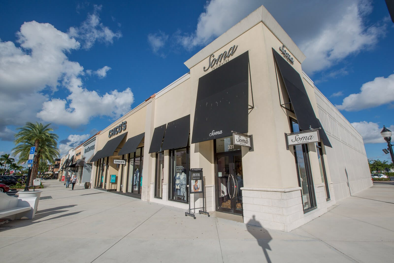 Endless Options for Shopping and Entertainment Nearby Windsor at Miramar, Miramar, FL`