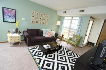 1501/1551 E. Lansing Dr. 1 Bed Apartment for Rent Photo Gallery 1