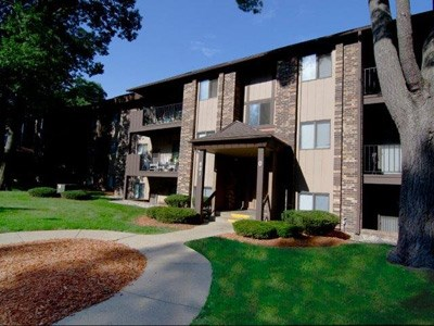 Lake Forest Apartments Community Thumbnail 1