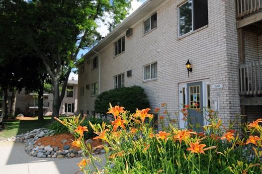 Auburn Place Apartments Community Thumbnail 1