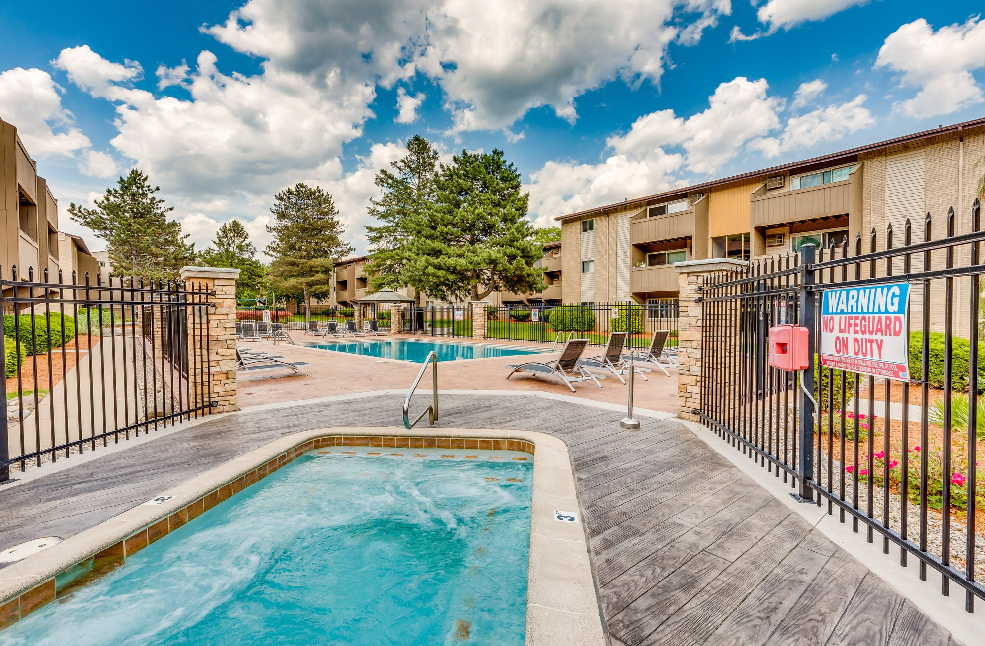 East Lansing Apartments near MSU | Capitol Villa Apartments