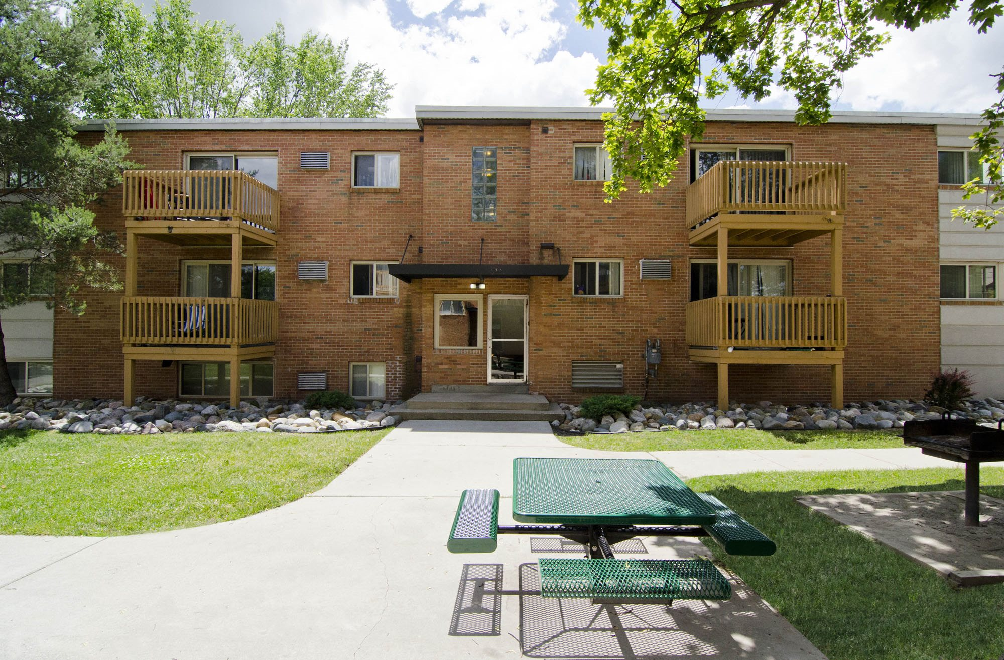 Photos and Video of Cedar Street Apartments in East ...
