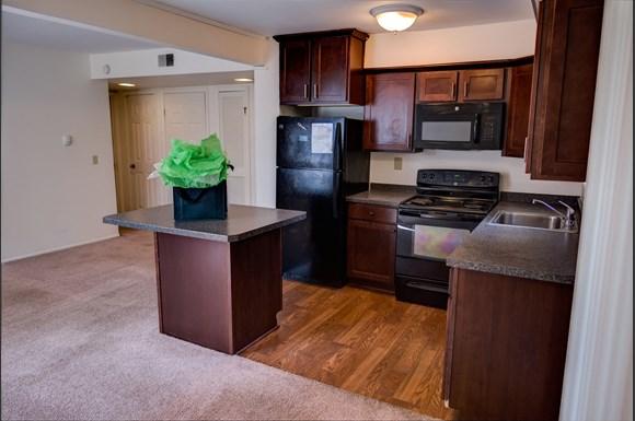 https://cdngeneral.rentcafe.com/dmslivecafe/3/423346/Courtyard_C03_Kitchen.jpg?width=580&height=385&mode=pad&bgcolor=333333&scale=both