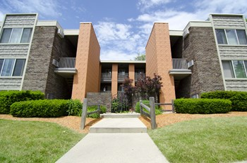 1250 & 1260 Oakridge Ave. 1-2 Beds House for Rent Photo Gallery 1