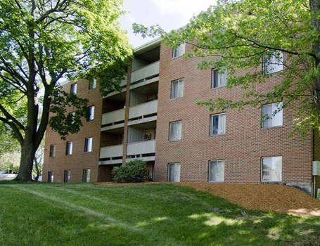 Woodmere Apartments Community Thumbnail 1