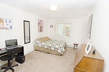 139 Woodmere Ave. 1-2 Beds House for Rent Photo Gallery 1