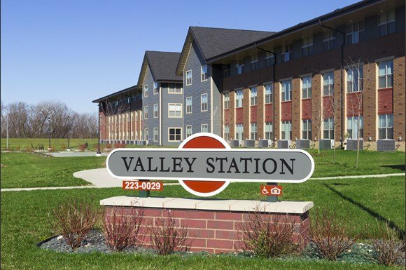 valley station apartments 313 329 lincoln street west des moines