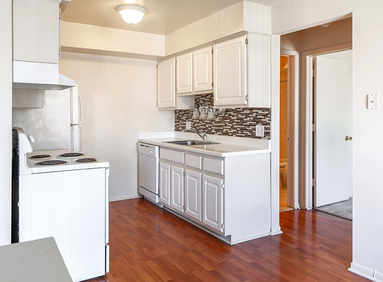 Fully Equipped kitchen at French Quarter - Southfield, MI, Southfield, 48034