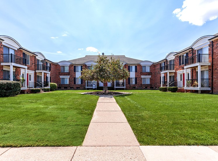 Beautifully Landscaped Grounds  at French Quarter - Southfield, MI, Southfield, 48034