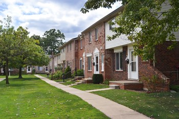 13751-13899 Sibley Road 1-3 Beds Townhouse for Rent Photo Gallery 1