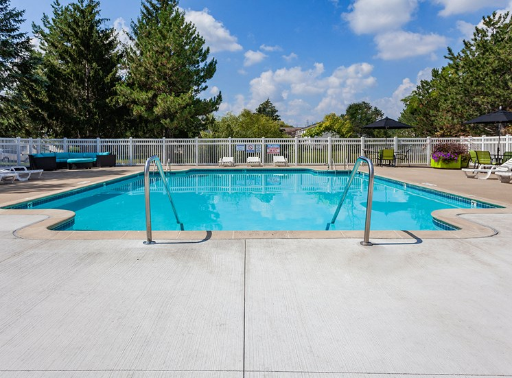 Sterling Lake Apartments & Townhomes Swimming Pool
