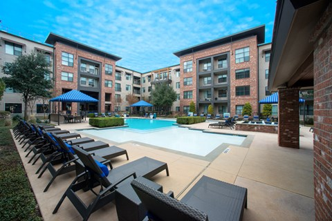 apartments leasing now dallas