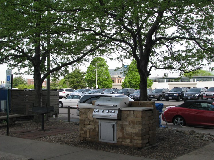 BBQ Picnic Area at LeClaire Apartments in Moline, IL
