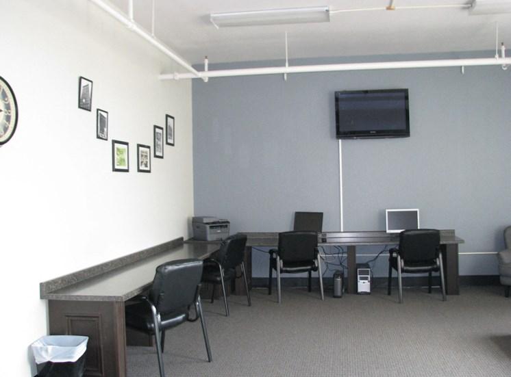 Computer_lab at LeClaire Apartments in Moline, IL