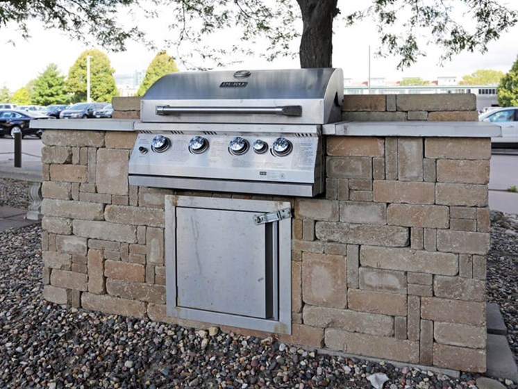 Outdoor Grill Area at LeClaire Apartments in Moline, IL